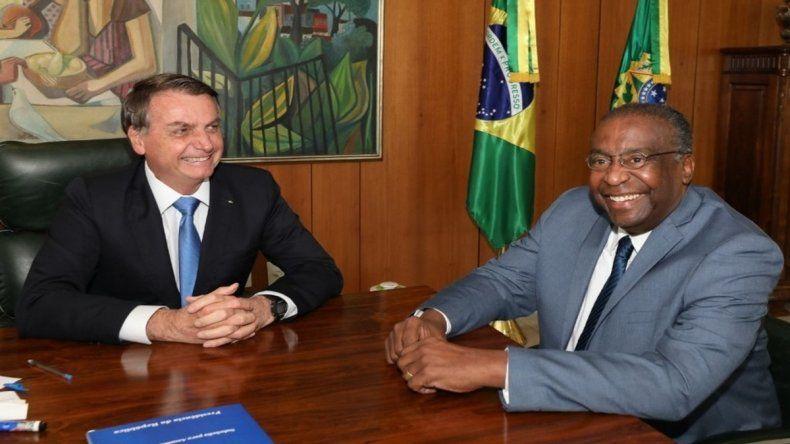 Un ministro de Bolsonaro renunció antes de asumir por mentir en el currículum