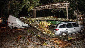un ciclon azoto brasil y dejo 19 muertos en florianopolis
