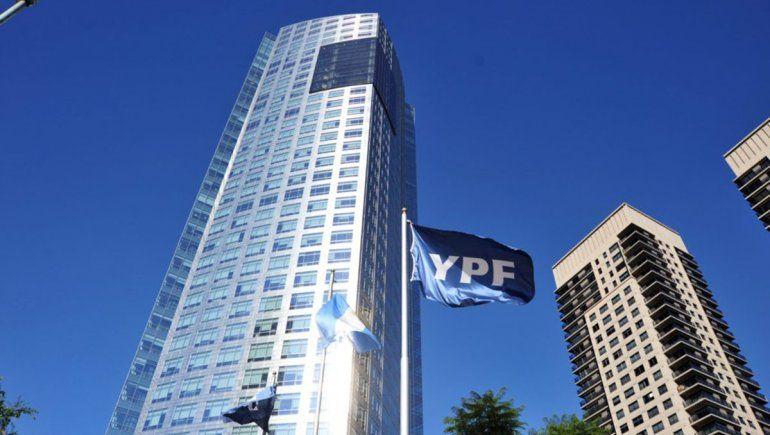 YPF busca aplazar un vencimiento de bonos internacional