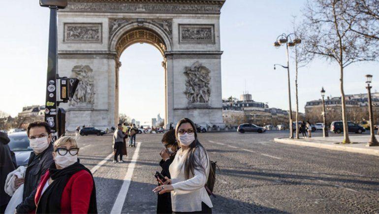 Francia pide a empresas que reserven barbijos por temor a un rebrote