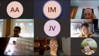 espana: concejal socialista se ducho en plena videoconferencia