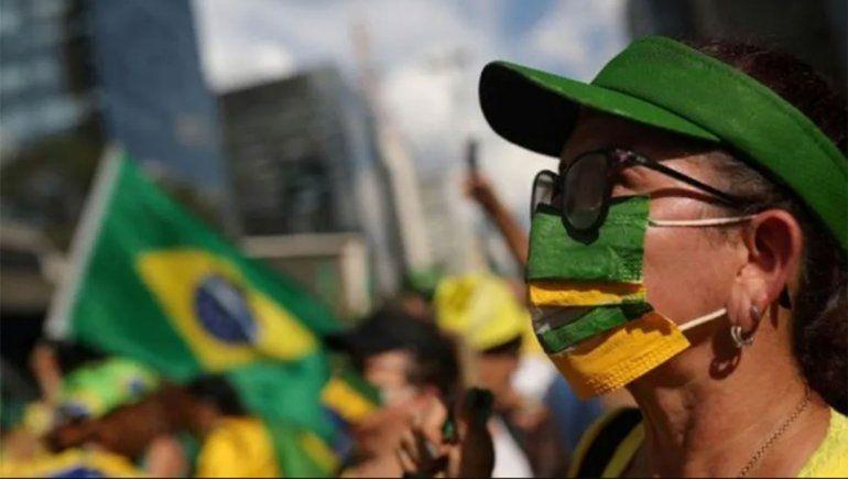 Bolsonaro vetó el uso obligatorio de mascarillas en comercios, templos y escuelas