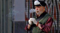 advirtieron que fumar puede transmitir covid