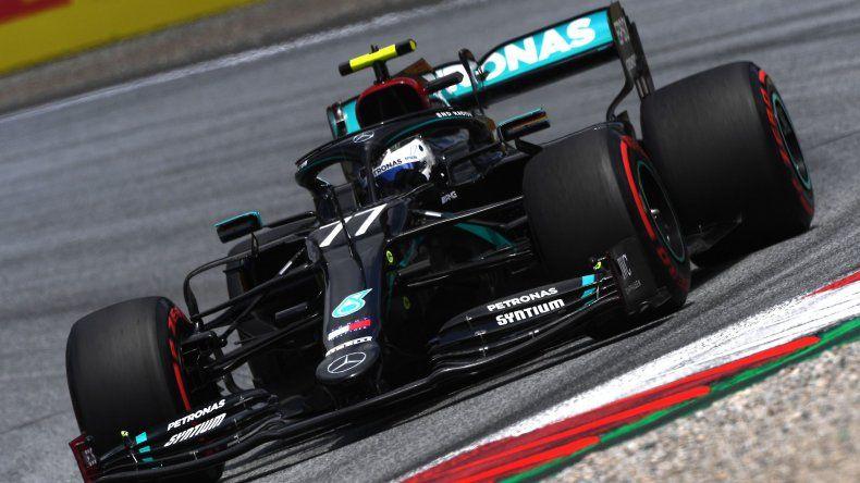 Valtteri Bottas se quedó con la victoria en Austria. El finlandés de Mercedes fue escoltado por Leclerc y Norris.