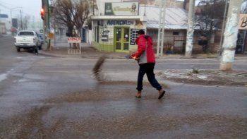 hielo: la muni arrojo sal en 40 puntos de la ciudad