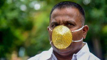 Shankar Kurhade es el empresario de India que usa barbijo de oro.