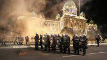 Protestas en Serbia por la vuelta a una cuarentena estricta.