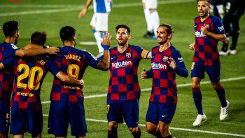 Barcelona sigue vivo y mandó al descenso al Espanyol