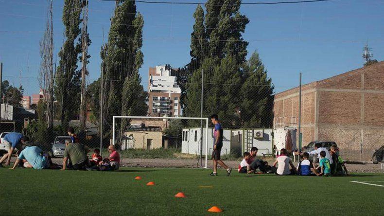 Cipolletti: los predios de fútbol buscan la forma de reabrir