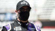 Jimmie Johnson superó el coronavirus y tras hacerse los exámenes correspondientes, está habilitado para volver a la NASCAR este fin de semana en Kentucky.