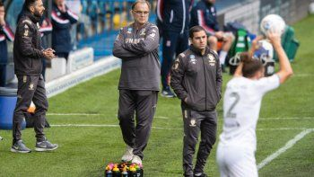 El Leeds de Bielsa goleó y se acerca a la Premier League