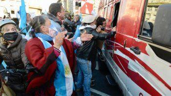 Atacaron brutalmente al móvil de C5N en el Banderazo