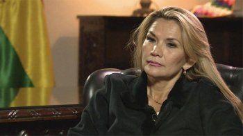 la presidenta de bolivia, jeanine anez, tiene coronavirus