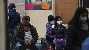 La curva de contagios se mantiene por encima de los 3 mil por día en Argentina