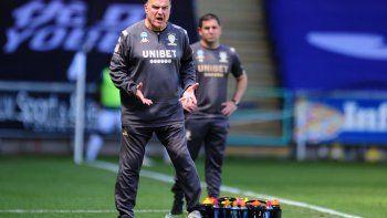 La locura sigue y el Leeds ganó con un gol agónico