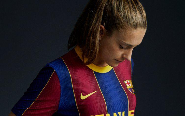 El Barcelona presenta su nuevo uniforme para la próxima temporada
