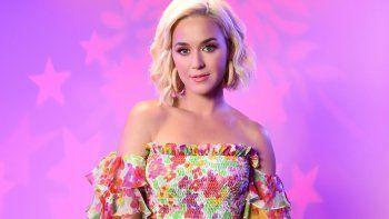 Katy Perry le hizo un pedido particular a Jennifer Aniston.