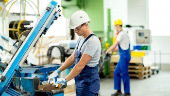 UIA: casi 130 mil puestos de trabajo se perdieron en abril
