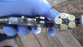 Adolescente fue a lo de su ex con un arma cargada y la amenazó