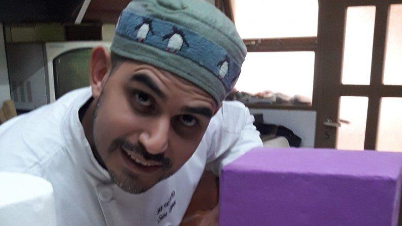 Un neuquino ofrece clases de cocina online para aprender en el aislamiento