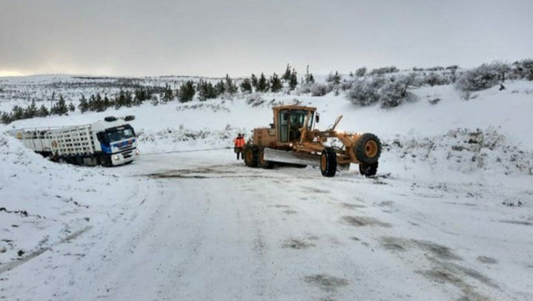 Hasta nuevo aviso: cortan rutas neuquinas por la nieve