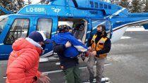 increible rescate en helicoptero a varada en la nieve de 98 anos
