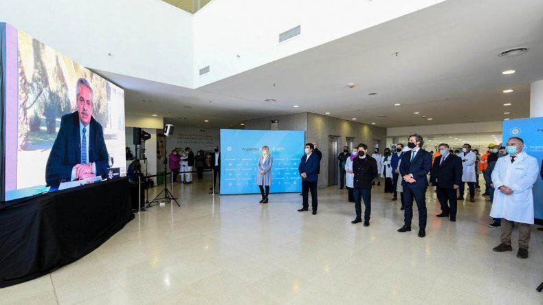Alberto inauguró el hospital Favaloro y habilitó doce unidades covid