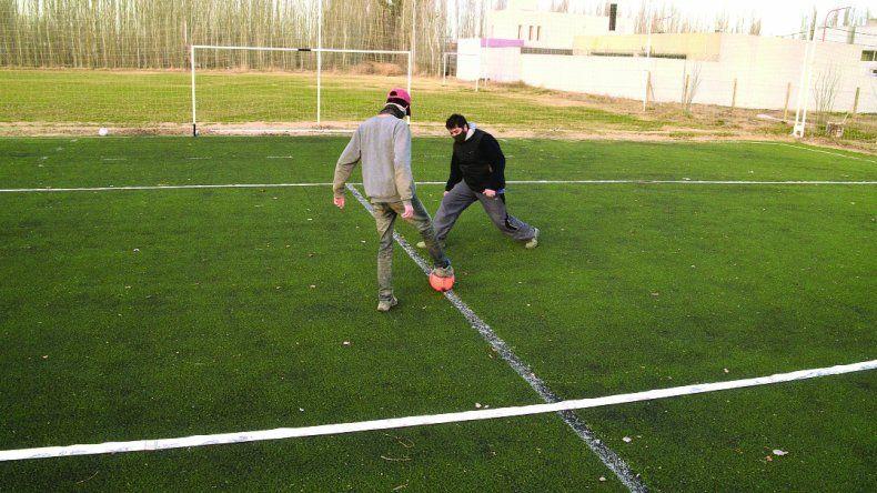 El lunes abren las canchas de fútbol en la ciudad
