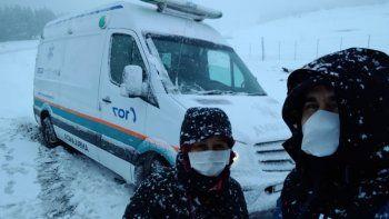 el 9 que maneja la ambulancia del pueblo: del susto en la nieve al estres por el covid