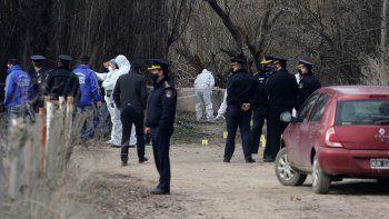 crimen en centenario: encontraron a mujer muerta en un canal de riego