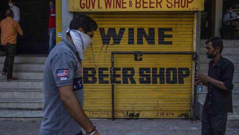 Diez hombres beben desinfectantes y mueren intoxicados