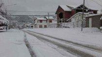 chubut: polemica foto de diputados jugando en la nieve