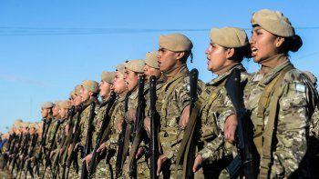 muchos jovenes quieren ser soldados voluntarios