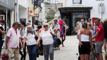 ingleses aterrorizados  por turistas sin tapabocas