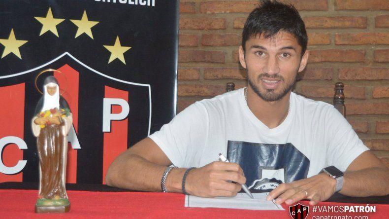 Otro neuquino que renovó contrato con un club de Primera