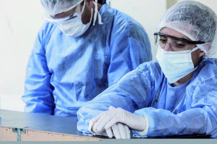 Ayer hubo 5376 nuevos contagios y se produjeron 52 muertes por el virus.
