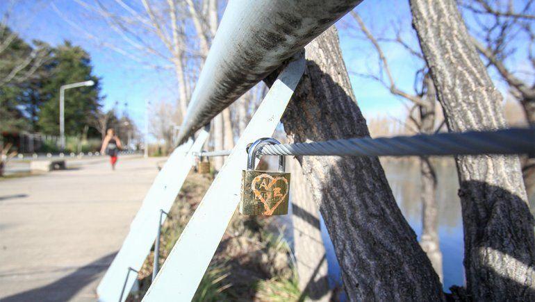 Neuquén tiene sus senderos de candados del amor
