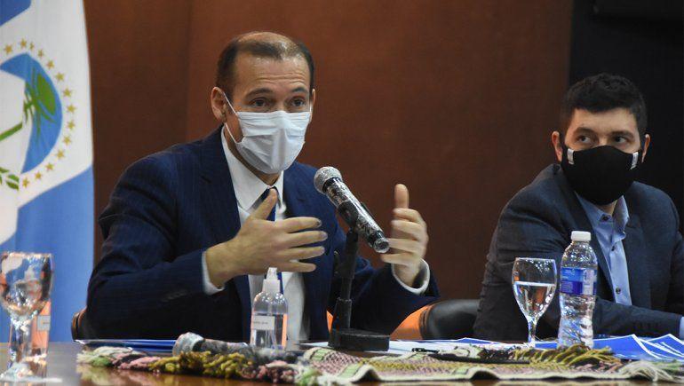 Gutiérrez anunció este domingo nuevas medidas de flexibilización pero adhirió a la prohibición de las reuniones sociales dipuesta por Alberto Fernández.