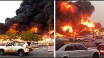 emiratos arabes: un gran incendio azota el mercado de ajman