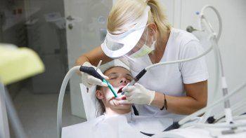 Odontólogos contra las obras sociales por los aranceles