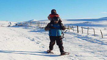En andas y con la nieve hasta la cintura para llegar al hospital