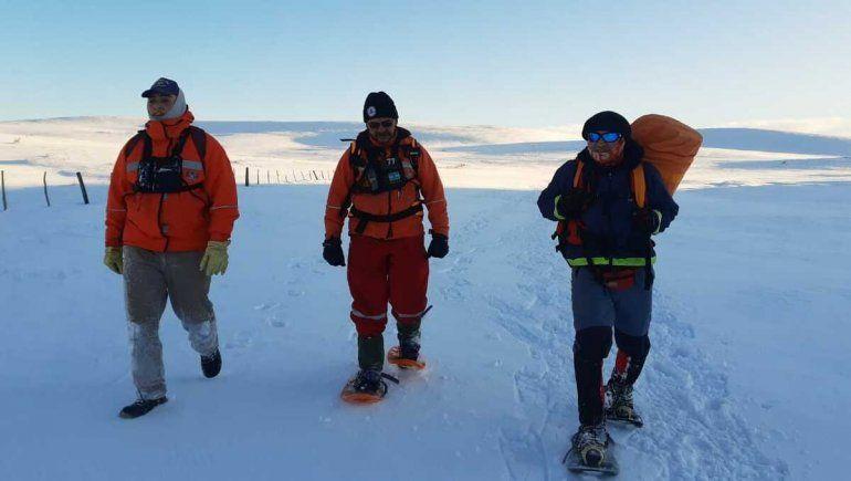 Caminaron en la nieve para llevar a un niño al Hospital.