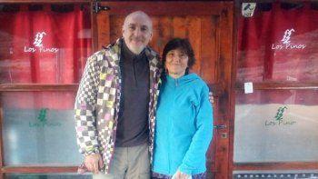 varada en loncopue: la pareja checa que duerme en una cocina hace 140 dias