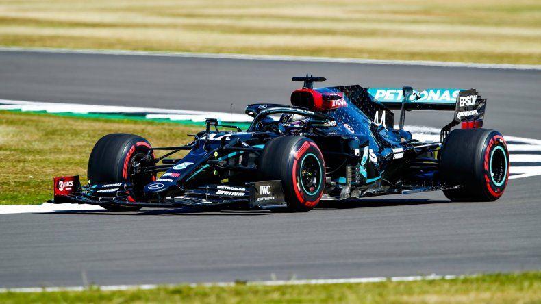 Lewis Hamilton marcó el pulso del viernes de la Fórmula 1 en Silverstone