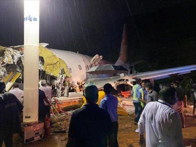 Se estrelló un avión en la India: al menos 19 muertos