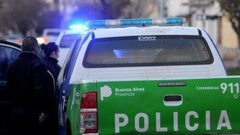asesino al padrastro a punaladas y casi mata a su hermano de 14