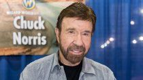 chuck norris reaparecio en la tv tras anos de estar retirado de los flashes ¡video!