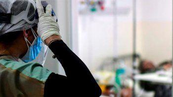 la dura carta de anestesiologos: no alcanzan las camas ni las manos