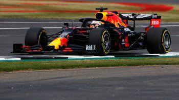 Max Verstappen y Red Bull consiguieron su primera victoria de la temporada al llevarse el Gran Premio 70 Aniversario de la Fórmula 1 en Silverstone.