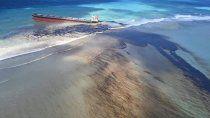 africa: barco derrama 4 mil toneladas de petroleo en la isla mauricio